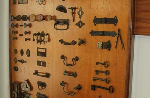 Articolirestauro mobili antichi e moderni ferramenta chesi faenza - Fregi per mobili ...